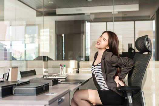 Tips on Avoiding Neck and Back Pain at Work