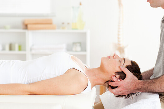 Seeing a Chiropractor vs. Taking Medication for Lower Back Pain in Los Angeles, CA