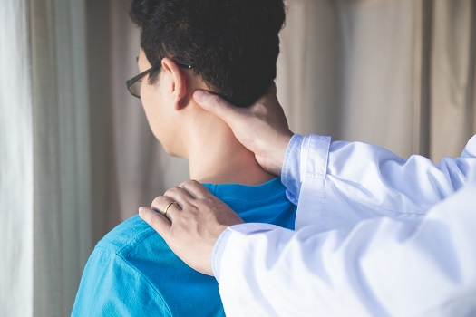 When to Consult a Back Specialist in Los Angeles, CA